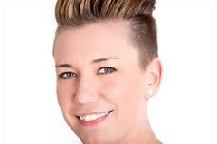 Дружелюбная женщина с современным стилем причёсок стоковое изображение rf