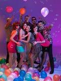 Друзья, воздушные шары, пузыри и цветы Стоковая Фотография