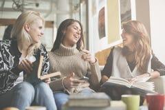 Друзья в кафе стоковое фото rf