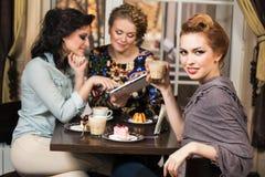 Друзья в кафе Стоковое Изображение