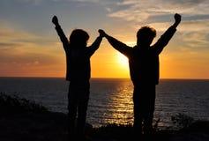 Друзья держа руками Стоковые Фотографии RF