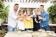 Друзья делая здравицу с вином стоковое фото rf