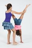 Друзья играя handstand Стоковые Изображения RF