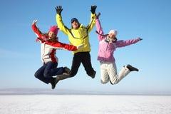 Друзья на курорте зимы Стоковое Изображение