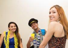 Друзья на партии Праздновать бразильское Carnaval путешествие Стоковые Изображения RF