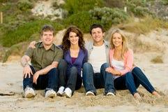 Друзья на пляже Стоковые Изображения RF