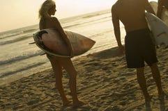 Друзья на пляже Стоковое Изображение RF
