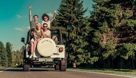 Друзья путешествуя автомобилем Стоковые Фотографии RF