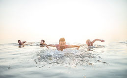 Друзья плавая в море стоковое фото rf