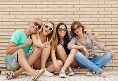 друзья счастливые Стоковая Фотография RF