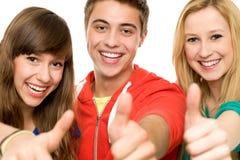 Друзья с большими пальцами руки вверх Стоковые Изображения