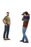 Друзья с камерой на белизне стоковые фото
