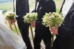 Друзья groom с букетами Стоковая Фотография RF