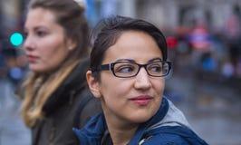 2 друз в Лондоне - городе sightseeing Стоковые Изображения