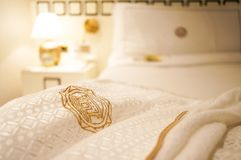 Дубай Лето 2016 Яркий интерьер гостиницы пляжа Jumeirah гостиницы Запачканная гостиница спальни предпосылки Стоковые Фотографии RF