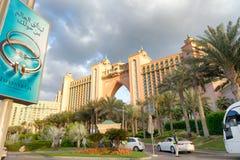 ДУБАЙ, ОАЭ - 10-ОЕ ДЕКАБРЯ 2016: Величественный гостиницы Atlnatis Стоковое Изображение RF