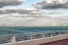 ДУБАЙ, ОАЭ - 10-ОЕ ДЕКАБРЯ 2016: Красивый вид араба f Al Burj Стоковое фото RF