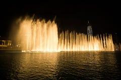 Дубай, ОАЭ - 7-ое декабря 2018: фонтаны петь в Дубай стоковое фото rf