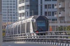 ДУБАЙ, ОАЭ - 11-ОЕ МАЯ 2016: трамвай Стоковые Изображения RF