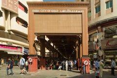 ДУБАЙ, ОАЭ - 10-ОЕ НОЯБРЯ 2016: Вход Souq золота Дубай souk золота Дубай Стоковое фото RF