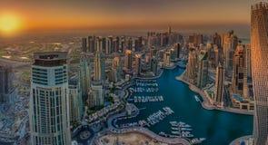 ДУБАЙ, ОАЭ - 12-ОЕ ОКТЯБРЯ: Современные здания в Марине Дубай, Дубай Стоковые Фотографии RF