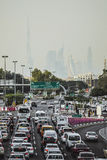 ДУБАЙ, ОАЭ - 18-ОЕ ЯНВАРЯ 2017: Затор движения на Дубай, объединенном арабе Стоковые Изображения RF