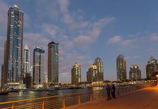 ДУБАЙ, ОАЭ 15-ОЕ ЯНВАРЯ: Небоскребы в центре города на января Стоковые Изображения