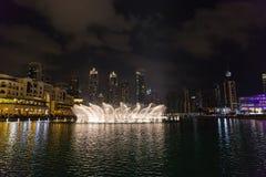 ДУБАЙ, ОАЭ 16-ОЕ ЯНВАРЯ: Небоскребы в центре города на января Стоковые Изображения