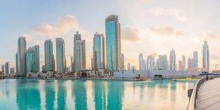 ДУБАЙ, ОАЭ 16-ОЕ ЯНВАРЯ: Небоскребы в центре города на января Стоковое Изображение RF