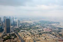 ДУБАЙ, ОАЭ 19-ОЕ ЯНВАРЯ: Небоскребы в центре города на января Стоковое фото RF