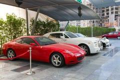 ДУБАЙ, ОАЭ 15-ОЕ ЯНВАРЯ: Суперкары в центре города 1-ого января Стоковая Фотография