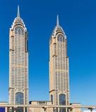 ДУБАЙ, ОАЭ 15-ОЕ ЯНВАРЯ: Улицы 15-ое января 2014 в Дубай, u города Стоковые Фото