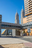 ДУБАЙ, ОАЭ 15-ОЕ ЯНВАРЯ: Улицы 15-ое января 2014 в Дубай, u города Стоковые Изображения