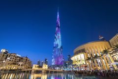 ДУБАЙ, ОАЭ - январь 06,2018: Небоскреб Burj Khalifa в почти Стоковые Изображения RF