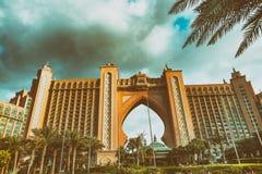ДУБАЙ, ОАЭ - DECEMEBER 10, 2016: Гостиница Атлантиды как увидено от Стоковые Изображения RF