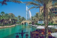 Дубай, Объединенные эмираты, 15 11 2015 солнечных дней в городском городе, Стоковые Изображения RF