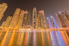 Дубай - 10-ое января 2015: район Марины 10-ого января в ОАЭ, Дубай район Марины популярный жилой район Стоковые Фотографии RF
