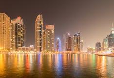 Дубай - 10-ое января 2015: район Марины 10-ого января в ОАЭ, Дубай район Марины популярный жилой район Стоковое Изображение RF