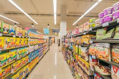 Дубай - 7-ое января 2014: Супермаркет Waitrose Дубай 7-ого января Стоковая Фотография RF