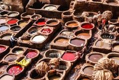 Дубильни Fes, танки Марокко, Африки старые tanneri ` s Fez Стоковые Изображения RF