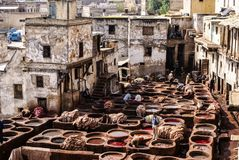 Дубильни Fes, танки Марокко, Африки старые tanneri ` s Fez Стоковое Изображение RF