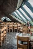 ДУБЛИН, ИРЛАНДИЯ - 17-ОЕ ФЕВРАЛЯ 2017: Скалы привлекательностей Moher Взгляд внутри ресторана под землей стоковая фотография