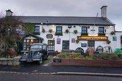 Дублин, Ирландия 12-ое января 2013 Джонни хитрит паб, самые высокие и один из самых старых пабов в Ирландии стоковые фотографии rf