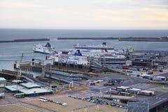 ДУВР, Великобритания - 12-ое апреля 2014 - получили, что план построил порт Дувра, самый занятый порт Англии третий стержень Стоковое Изображение RF