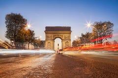 Дуга de Триумф на ноче в Париже, Франции Стоковые Фото