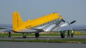 Дуглас C-47B Skytrain с маркировками 9Q-CUK и ливреей авиаторов Valentuna стоковая фотография
