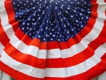 дуйте s плиссированный флагом u Стоковое Изображение