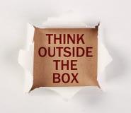 Думайте вне бумаги сорванной коробкой Стоковые Фотографии RF