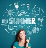 Думать женщины усмехаясь ее летних каникулов иллюстрация штока