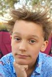 думать мыслителя мальчика Стоковая Фотография RF